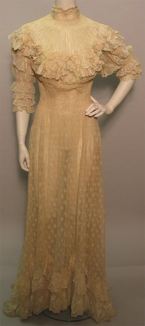 1001: Lace wedding gown, France, early 20th century, Cr