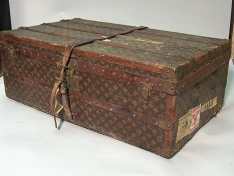 1316: Small Louis Vuitton steamer trunk, 1940s, In sign