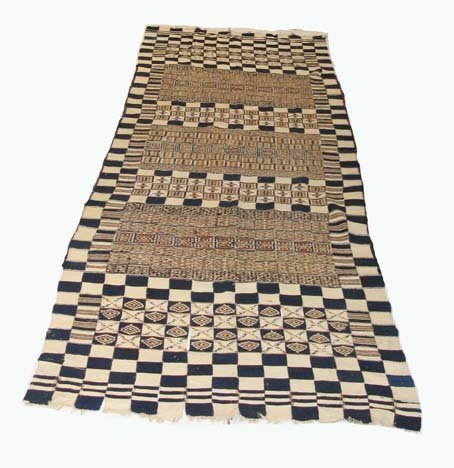 2757: North African flatweave carpet, probably 20th cen