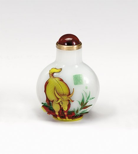 10941: Chinese Peking glass snuff bottle, 20th century,