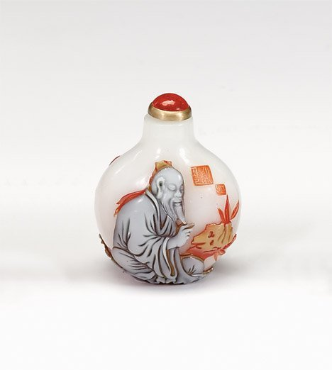 10942: Chinese peking glass snuff bottle, 20th century,