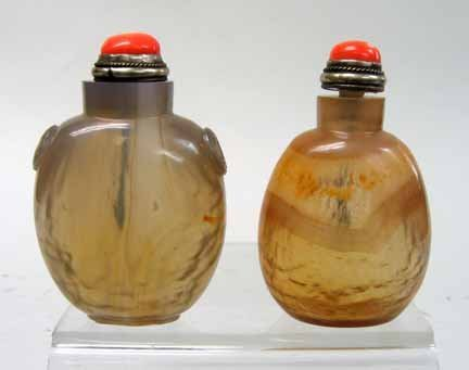 10945: Two Chinese agate snuff bottles, 20th century, E