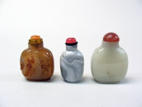 10946A: Three Chinese snuff bottles, 19/20th century, C