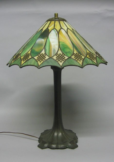 152: Tiffany style leaded glass lamp, early 20th c., Th