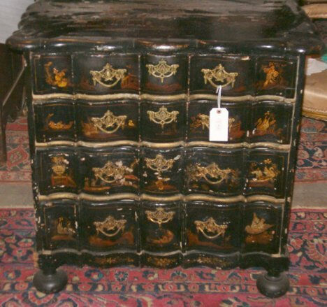 1: DUTCH JAPANNED SERPENTINE-FRONT COMMODE 18th / 19th