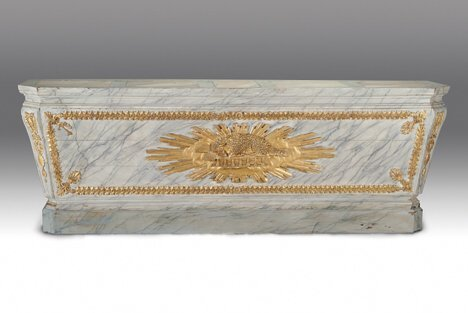 10: CONTINENTAL NEOCLASSICAL PAINTED & PARCEL-GILT SARC