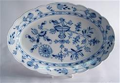 675: MEISSEN 'BLUE ONION' PATTERN LOBED SWEETMEAT DISH