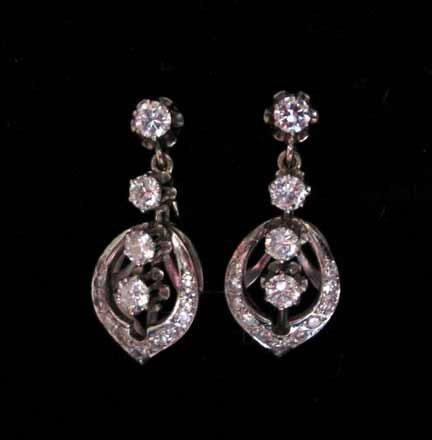 3030: Pair of diamond drop earrings, , 14 Karat white g