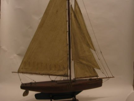 8A: Timber model of a yacht, late 19th century, Single
