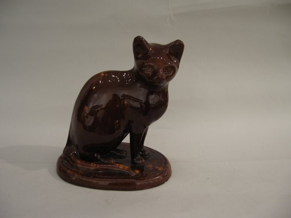 12: English pottery model of a cat, 19th century, Proba
