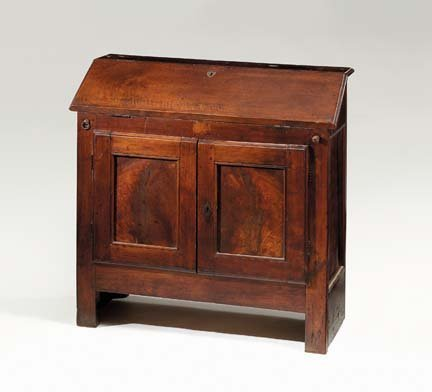2009: Italian walnut bureau, late 17th/early 18th centu