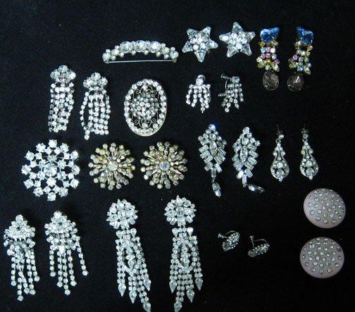 4009: Twenty-six piece assorted rhinestone jewelry grou