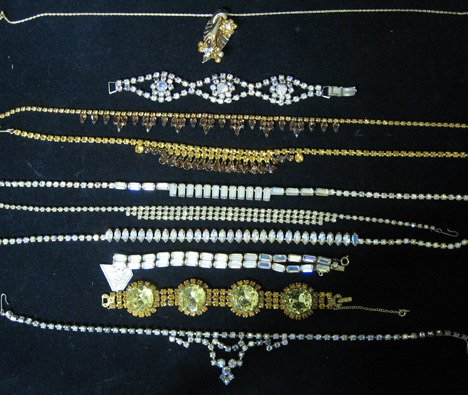 4015A: Eighteen piece costume jewelry group, Including