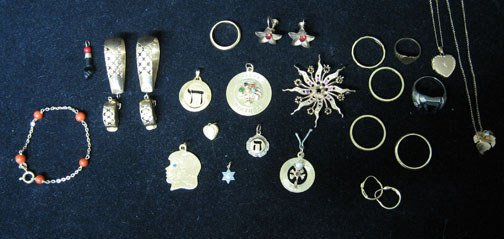 4021: Twenty-two piece group of assorted 14k Gold Jewel