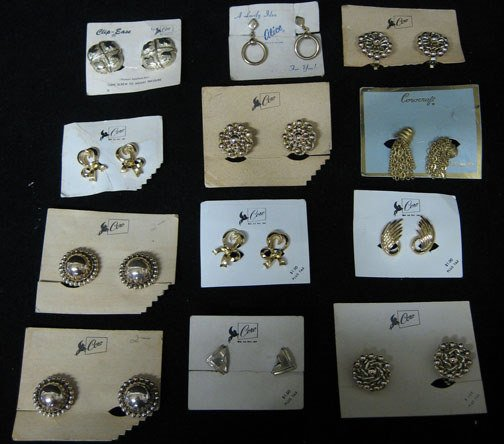 4022: Thirty-One piece Coro Lady's Clip Earrings, All n