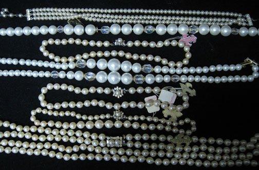 4023: Twenty-six piece assorted lady's costume pearl je