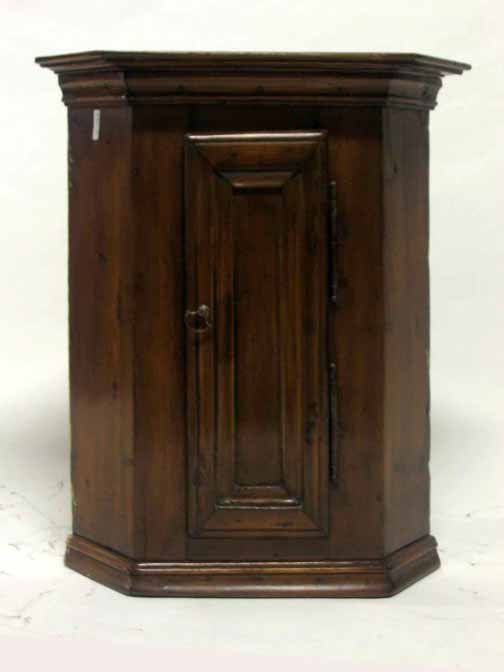 211: Hanging pine corner cupboard, continental, 18th ce