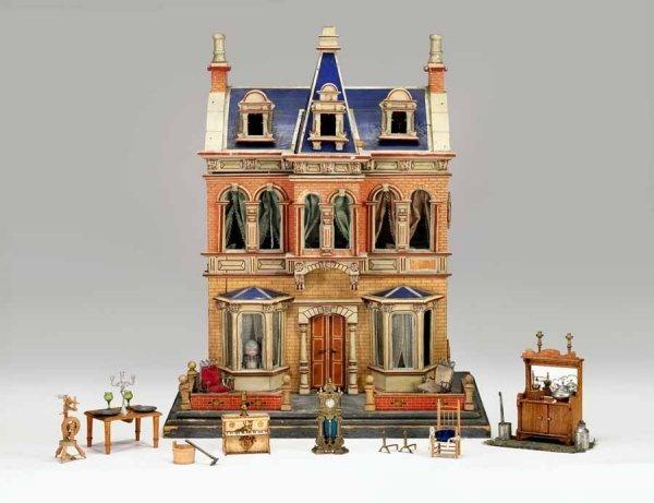 523: Painted and paper-covered Victorian Doll House, en