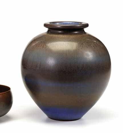 2108: BERNDT FRIBERG, (1889-1981), Pottery vase - 2