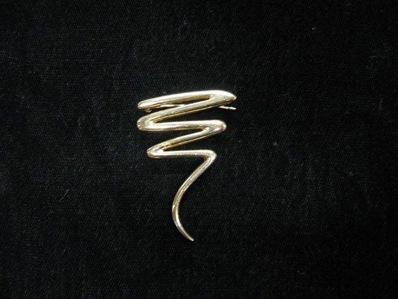 1350: Modern design 14 karat yellow gold pin., , Modern