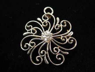 1361: White gold and diamond filigree pendant, , Flower