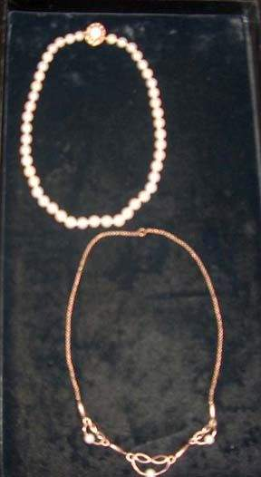 TWO PIECE PEARL NECKLACES 20th c. The 16 1/2 in.