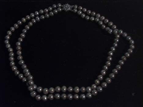 5008: GREY DOUBLE STRAND CULTURED PEARL NECKLACE 20th c