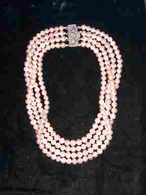"""PINK"""" CULTURED PEARL STRAND CHOKER 20th c. With a"""