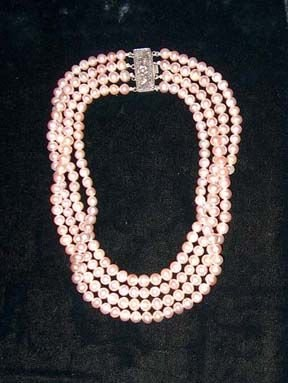 """5011: PINK"""" CULTURED PEARL STRAND CHOKER 20th c. With a"""