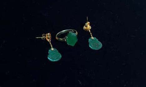5018: 18K GOLD JADE EARRINGS AND RING 20th c. Ring set