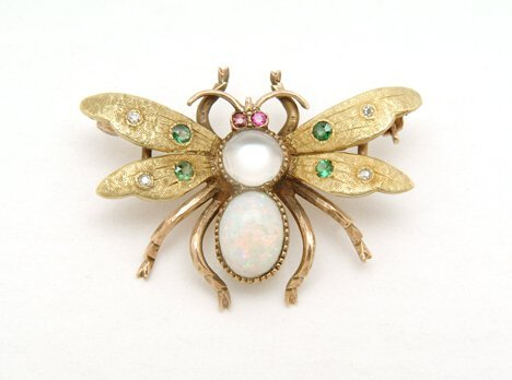 """5020: YELLOW GOLD OPAL AND MOONSTONE BUMBLE BEE"""" PIN 20"""