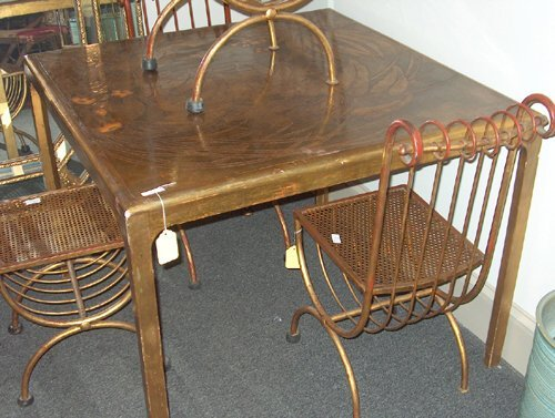 5682A: GILT PAINTED TABLE WITH FOUR CHAIRS 20th c. Cont