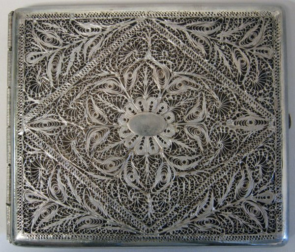 1009: Continental silver filigree cigarette case, , Pos