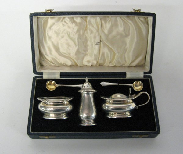 1088A: Mappin & Webb sterling silver condiment set, she