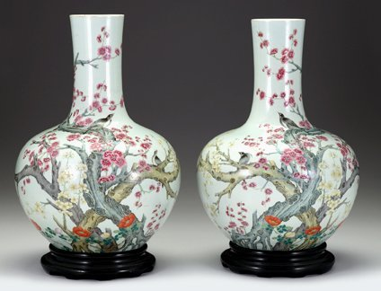 2081: Large and impressive pair of Chinese famille rose