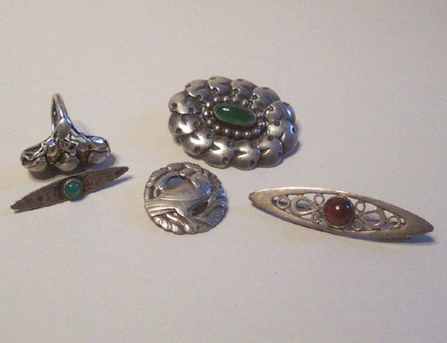 9: FIVE STERLING SILVER BROOCHES