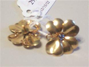 A PAIR OF 14K YELLOW GOLD EARRINGS
