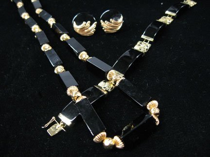 10: 14 karat yellow gold and onyx jewelry, , Necklace,