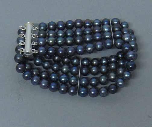 12: Ladies 4 Strand Grey Pearl Bracelet, , L: 7 in.