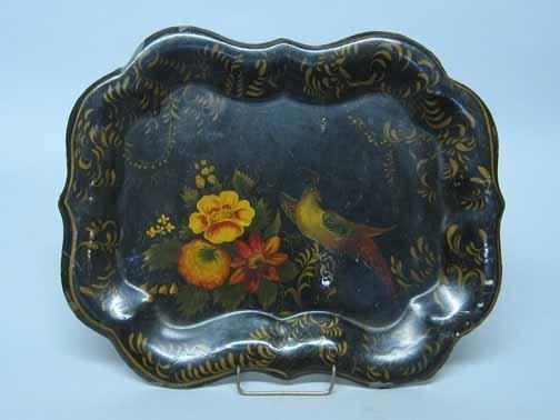 587: Toleware tray, 19th century, The lobed rim with gi