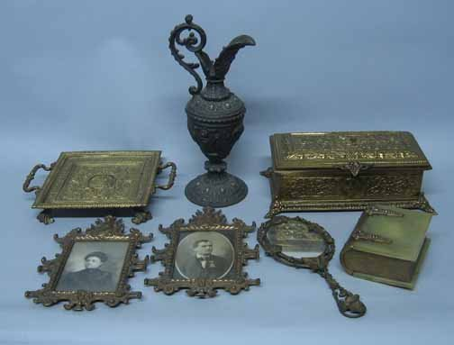 598: Eight piece Brass Box and Decorative Metal Group i