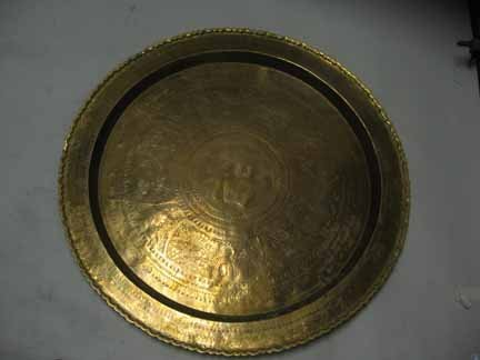 606: Thai bronze charger, 20th century, Of shaped circu