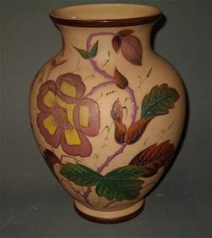 ART GLASS VASE English beige glass vase with a fl