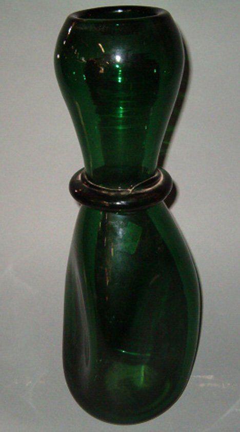 ART GLASS VASE Emerald green glass, hand blown in