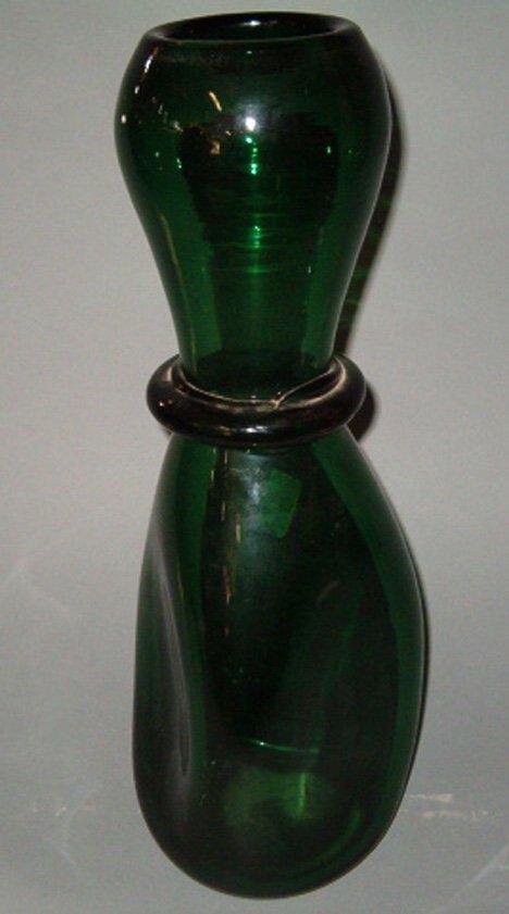 1012: ART GLASS VASE Emerald green glass, hand blown in