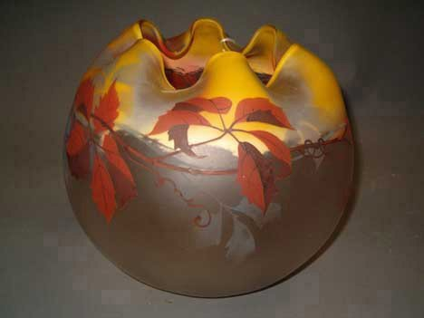 1014: PAYNAUD BLOWN GLASS SPHERE-FORM BOWL Brown, gray