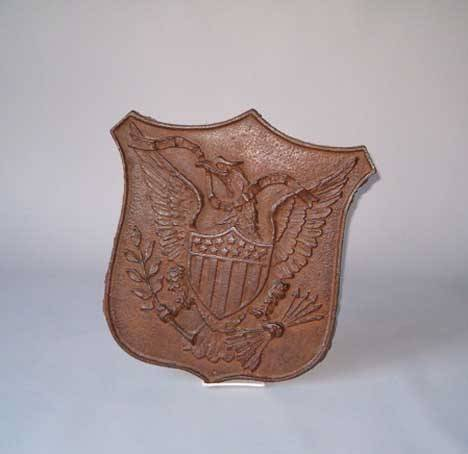 24: CAST-IRON PLAQUE WITH AMERICAN EAGLE Late 19th cent