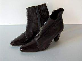 427: FOUR PAIRS OF DONNA KARAN SHOES AND BOOTS Includin