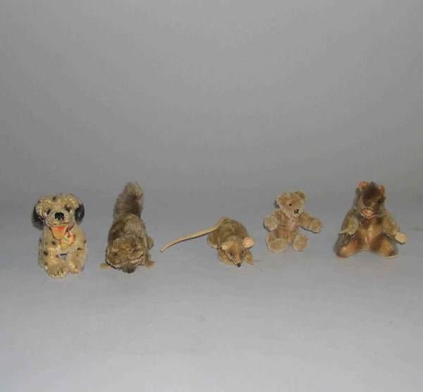 1002: Five Steiff stuffed animals, , Raccoon, dalmatian