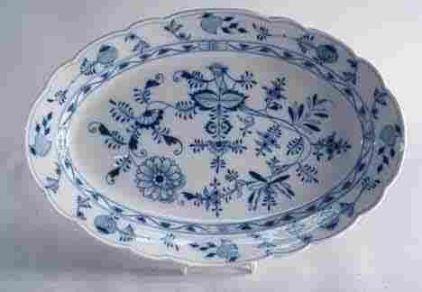 1019: Meissen blue onion pattern lobed sweetmeat dish,